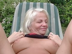Anett & Leslie anal mature outdoor